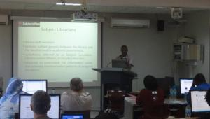 Amos Kujenga presenting on SubectsPlus: a tool for creating online guides. Taken at the EIFL FOSS Regional Training Seminar, Tanzania, November 2011 (Photo: Evan Njoroge)